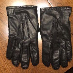 Men's Isotoner black lambskin cashmere gloves.